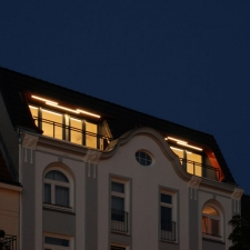 roik_architekt_beratung_hamburg_dachgeschossausbau_ansicht_nacht_deatail_led