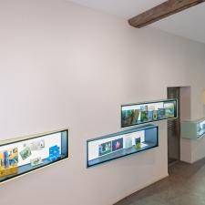 roik_architekt_hamburg_empfang_eingang_oetinger_vitrinen_4