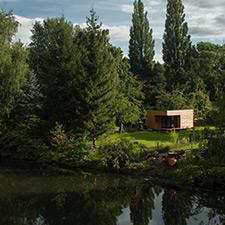 roik_architekt_hamburg_thilfy_minihaus_gartenhaus_modern_holzbau_luftbild_heimatseite