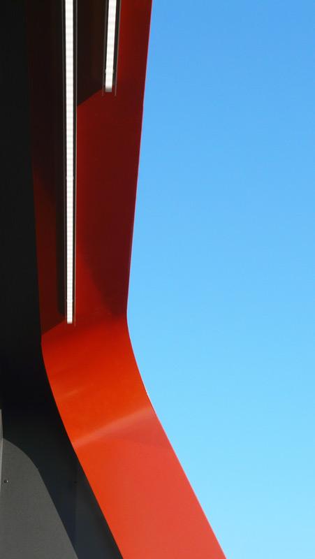 Geschwungene Ecke Metallrahmen mit Himmel Loggia von Roik Architekt Hamburg