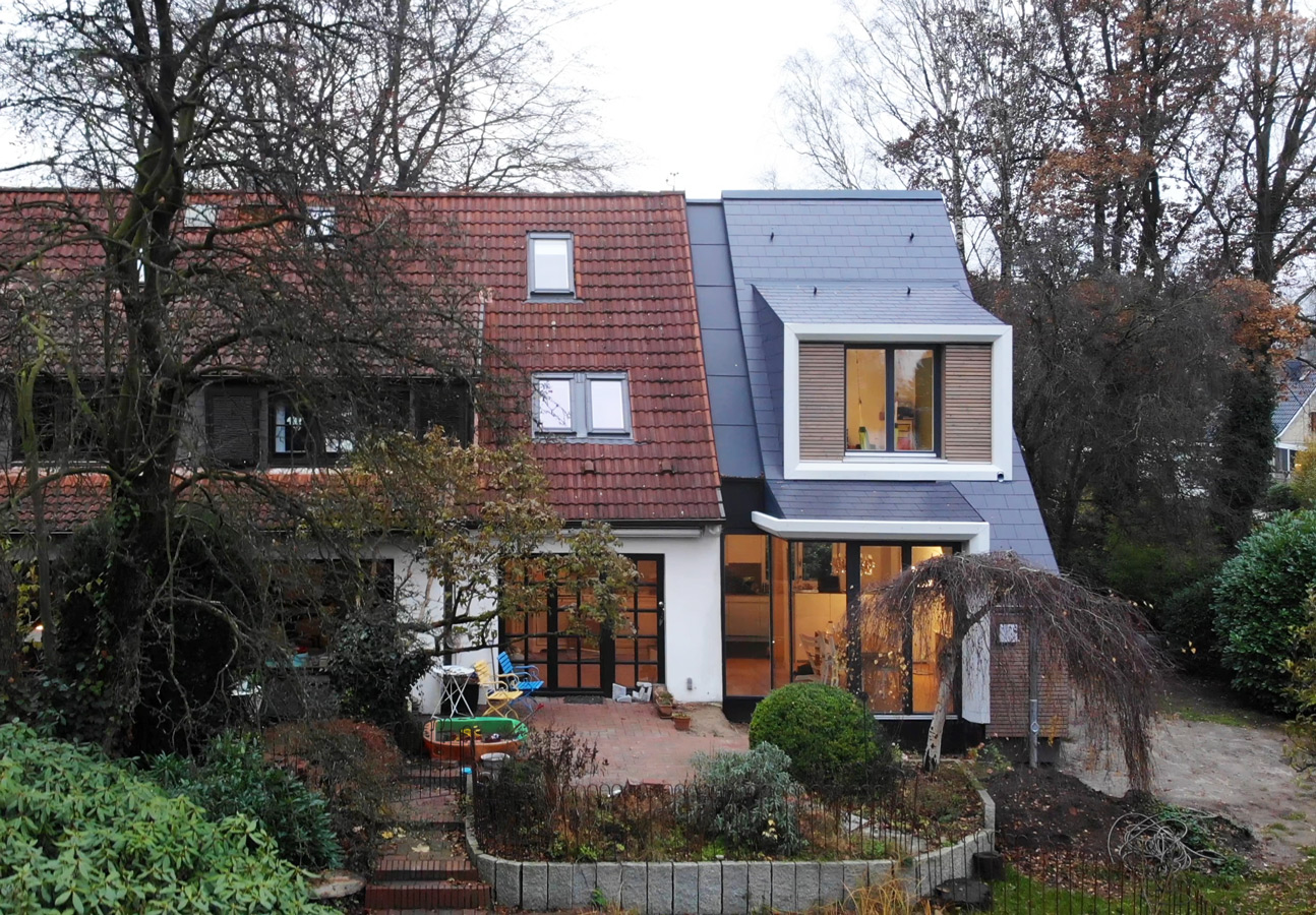 Gartenansicht Anbau an Doppelhaus von Roik Architekt Hamburg