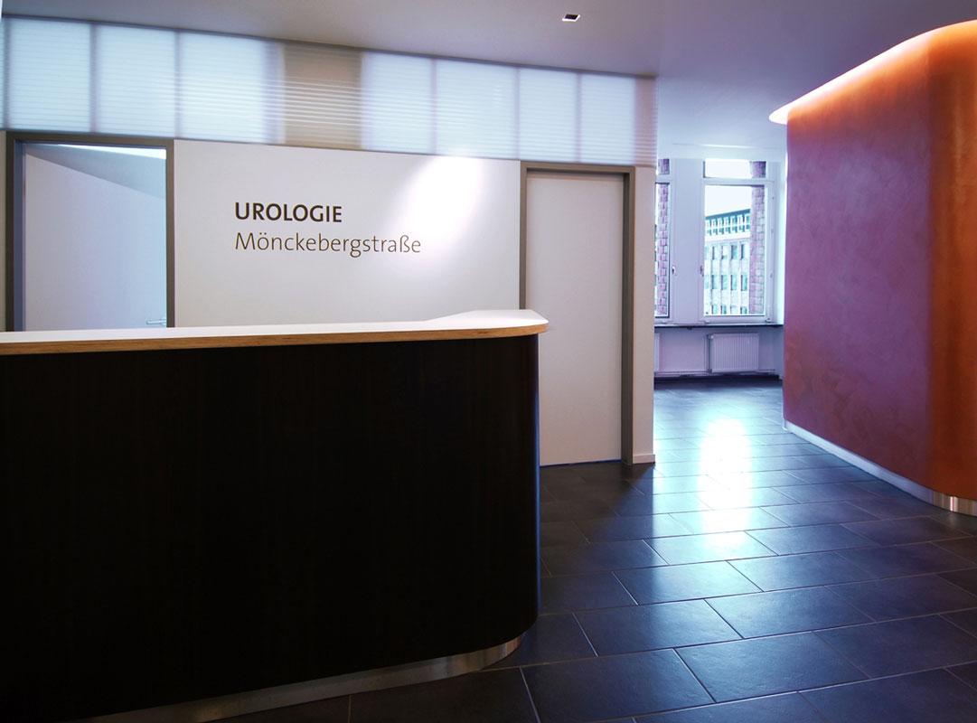 Arztpraxis Durchgang Wartezimmer von Roik Architekt Hamburg