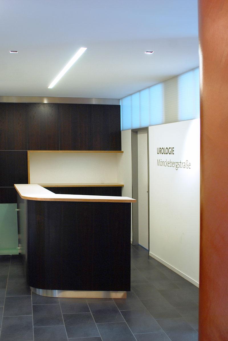 Empfangsbereich Arztpraxis von Roik Architekt Hamburg