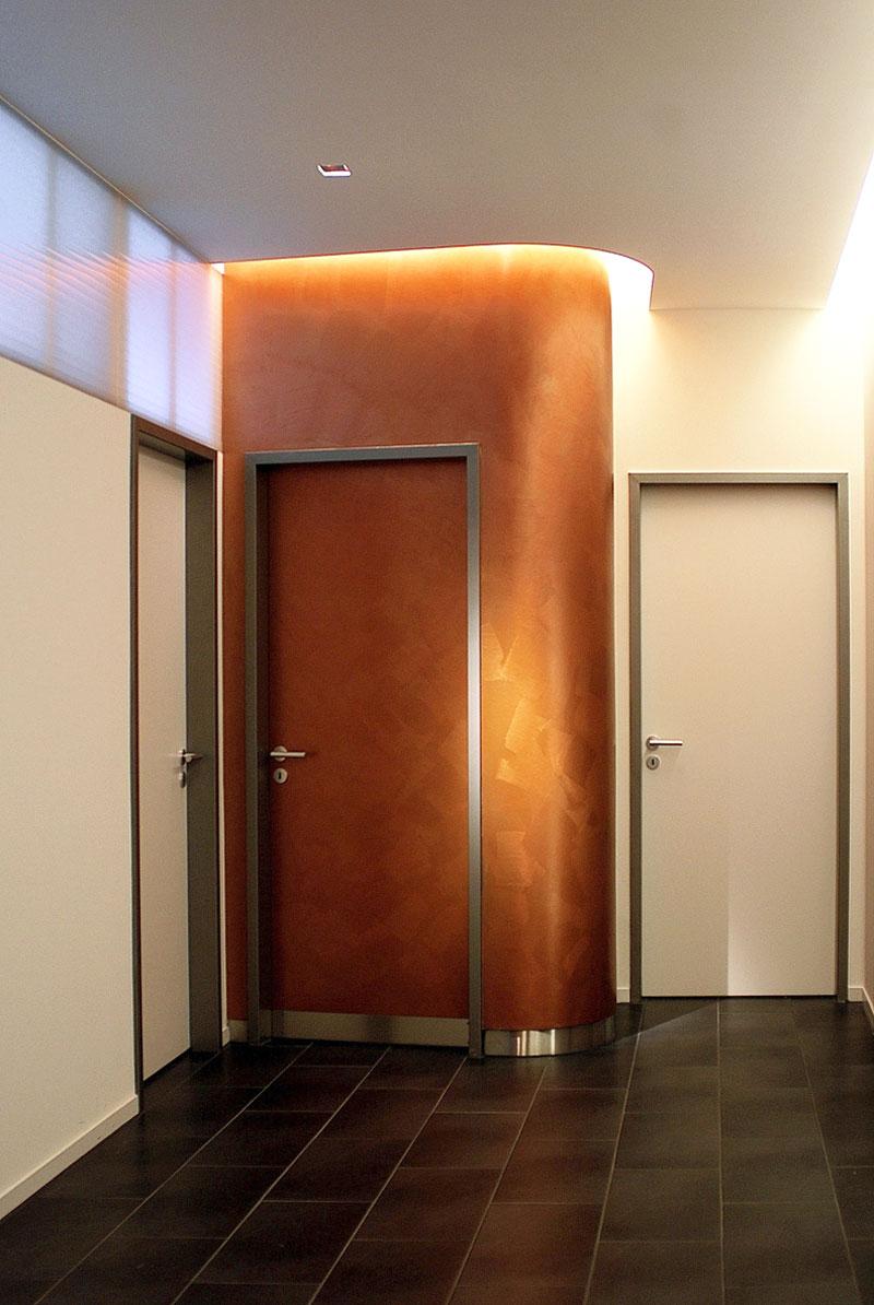 Ein Behandlungsraum in der Arztpraxis von Roik Architekt Hamburg