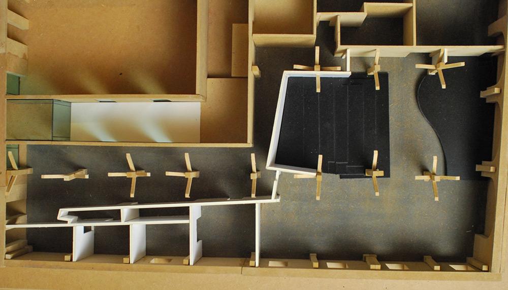 Entwurfsmodell Konzepttheater in demkmalgechütztem Speicher von Roik Architekt Hamburg