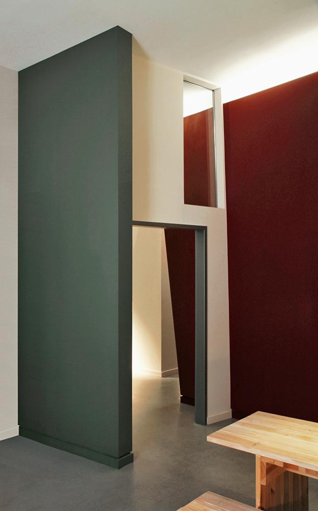 Tür mit Oberlicht in Konzepttheater in denkmalgeschütztem Speicher von Roik Architekt Hamburg