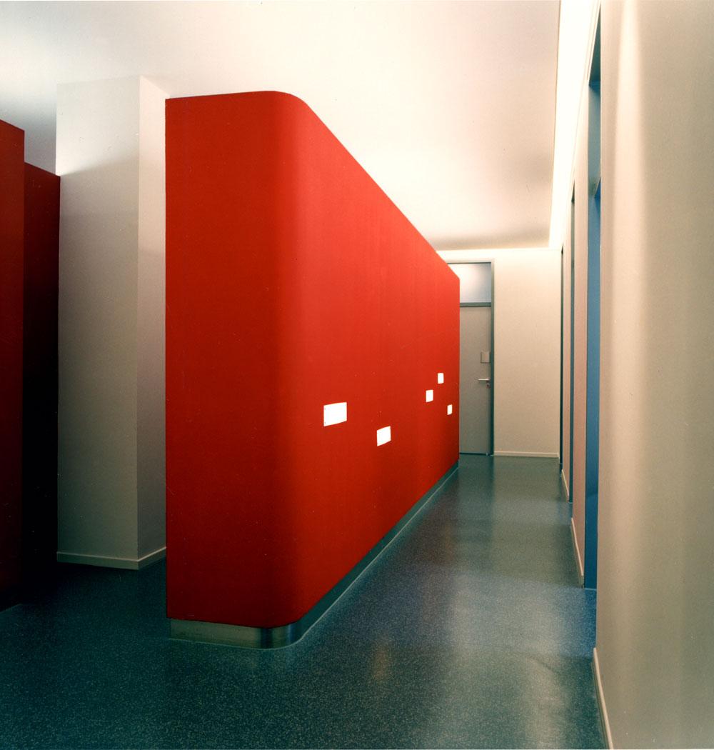 Wand Kinderarztpraxis von Roik Architekt Hamburg