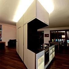 Projektbild Schrankelement mit Küche bei Nacht von Roik Architekt Hamburg